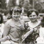 Доник Е И. и Овчаренко Т.И. с первыми выпускниками